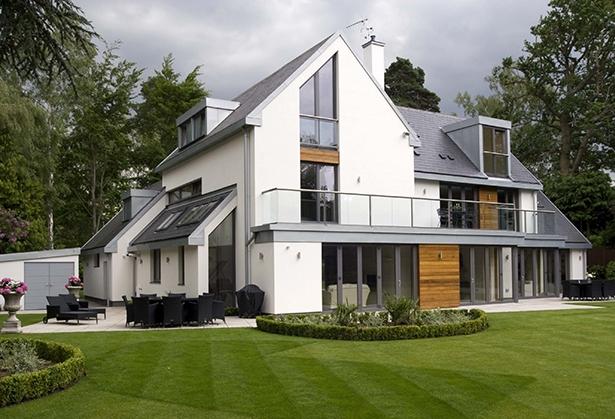 mediniai langai namas
